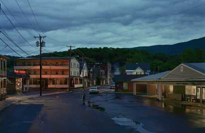 gregory-crewdson-oasis